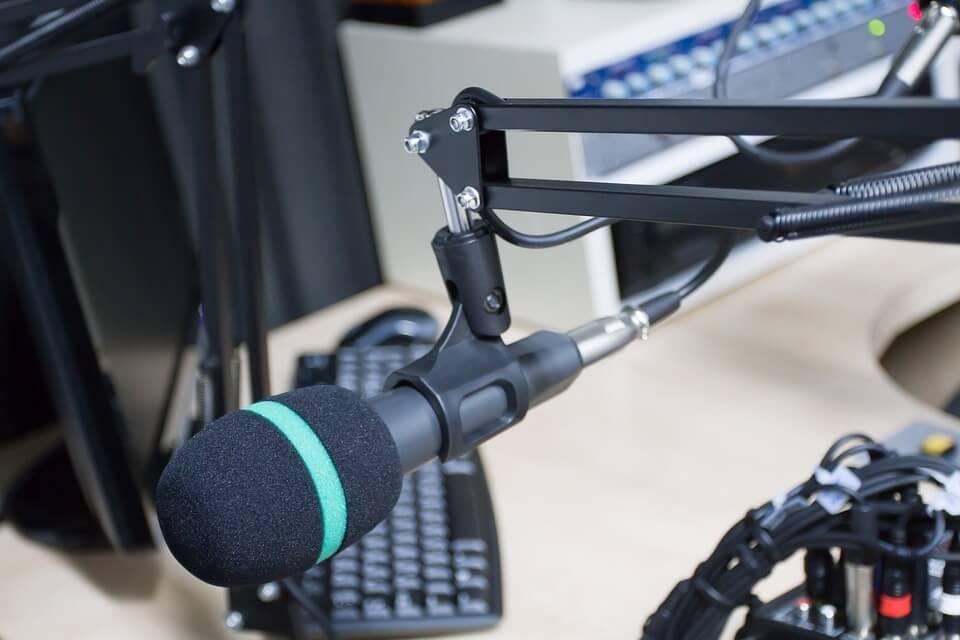 ejemplos de nombres para programas de radio