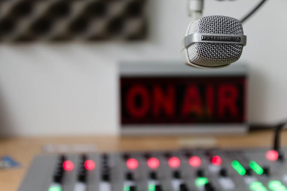 nombres llamativos para radios